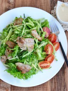 きゅうりとカリカリ豚の薬味サラダ