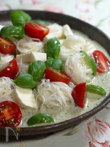 豆乳バジルつゆ素麺 カプレーゼ仕立て