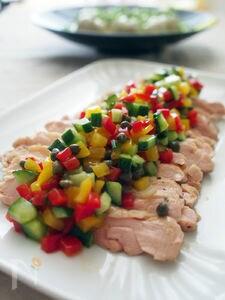 ジューシー蒸し鶏のカラフルサルサ