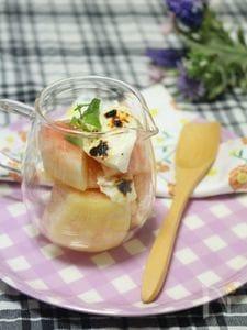 焼きヨーグルトと桃の簡単デザート。
