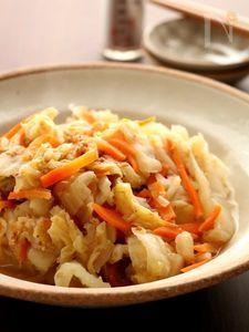 冬こそ作り置き!甘み引き立つ白菜の味噌煮込み