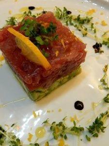 マグロとアボカドのタルタル バルサミコ レモン風味