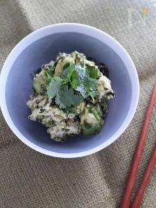 パクチーがおいしい 島豆腐とアボカドの海苔和えサラダ