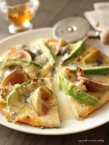 アボカドと無花果のハニーゴルゴンゾーラピザ