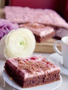 ラズベリーフロスティング、カカオケーキ。