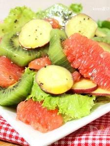 バルサミコ酢のドレッシングdeさつま芋とフルーツのサラダ