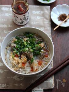 ピリ辛きのこのかき玉温麺。