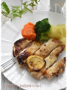 鶏もも肉の玉ねぎとレモンのコンソメマリネオーブン焼き