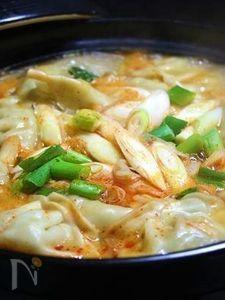 ピリッと味噌味な餃子鍋