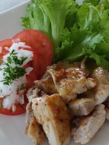 チキンのソテー、ガリ・バタ―風味