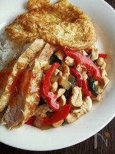 タイ人も大好き!鶏肉のバジル炒めごはん、ガイ・パット・ガパオ