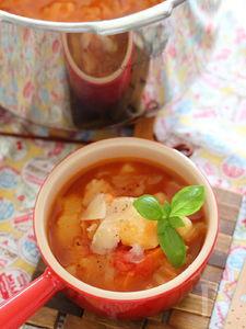 野菜がとろけるトマトスープ