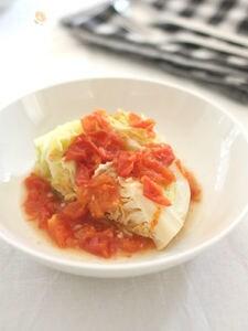 味付けなしで驚く美味しさ!春キャベツのトマト蒸し