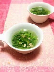 豆苗とひき肉のスープ