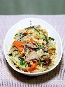 ふんわり玉子の「肉野菜炒め」