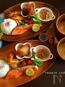 本日のお子様ランチ♡メイン・塩鮭と煮物