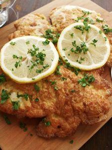 鶏むね肉1枚でボリューム満点♪ビッグ・チキンピカタ