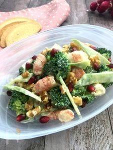 レンジでパパっと茎もおいしくブロッコリーとエビのデリ風サラダ