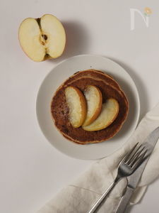 りんごとシナモンのグルテンフリー・パンケーキ