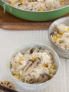 フライパンdeきのことコーンの炊き込みご飯