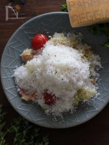 蒸し焼きキャベツのパルミジャーノまみれホットサラダ。