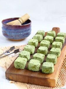バター不使用☆米粉×米油の抹茶スノーボールクッキー!