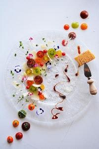 トマトとパルミジャーノのサラダ。オレンジバルサミコソースで。
