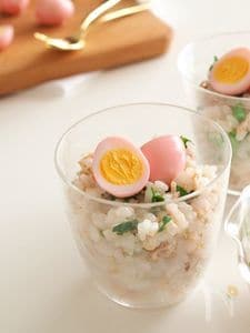 菜の花とツナのカップ寿司〜桜色の卵のせ〜