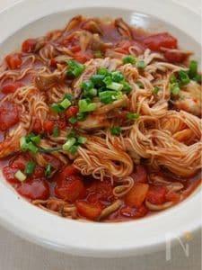 舞茸とトマト缶で煮込みにゅうめん