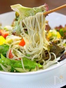 お野菜たっぷりのサラダ蕎麦柚子胡椒味