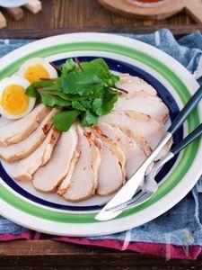 めんつゆでラクラク♪『しっとりむね肉の焼き鶏ハム』