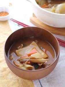 """祖母の味!だけど""""餃子の皮""""で簡単に作る。すいとん風とん汁"""