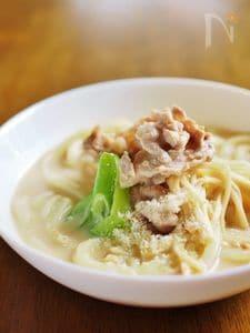 パルミジャーノ・レッジャーノと豆乳味噌★煮込みうどん
