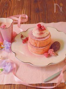 桜の厚焼きパンケーキの朝ごはん