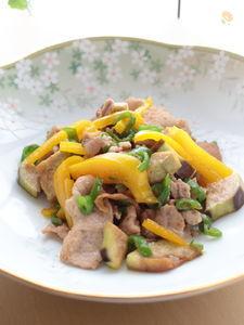 シンプルだからこそご飯が進む!茄子と甘とうがらしの豚肉炒め