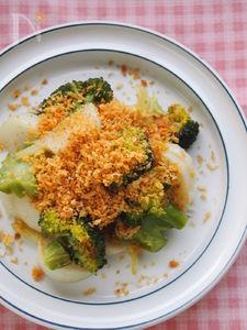 ホックリ蒸し焼き野菜のカリカリ香草パン粉かけサラダ。