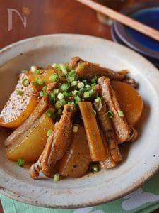 お酢でさっぱり&柔らか!鶏手羽と根菜の煮込み