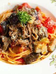 牛肉となすのピリ辛トマトパスタ(動画あり)