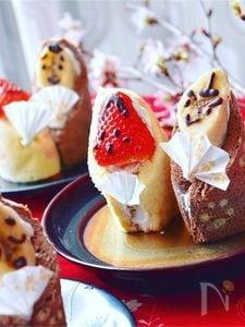 苺お雛様とバナナお内裏様のロールケーキ
