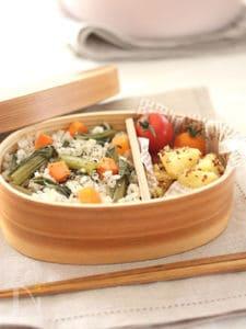 同時調理!小松菜にんじんごはん&じゃがいもの粒マス和え