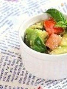 トマトとアボカドのバジルサラダ