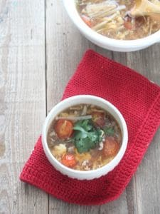 黒酢たまねぎでつくる♪ミニトマトとパクチーの酸辣湯