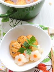 白身魚揚げと花こんにゃくの煮物