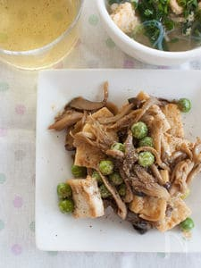 豆腐ときのことグリンピースの甘辛黒胡椒炒め