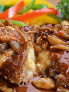 チーズインハンバーグ、キノコソース