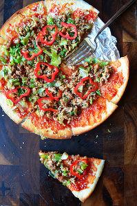 甘辛ガーリックマヨ味惚レタスと牛ひき肉で秋の食欲全開ピザ