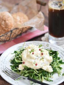 豆苗と卵のタルタル風サラダ