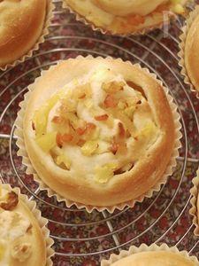 パインとりんごとクリームチーズの簡単パン*蜂蜜入り生地柔らか