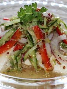 茹で鶏と野菜のサラダ、粒マスタードドレッシング味
