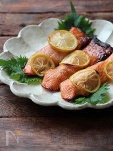 鮭のレモン焼き。